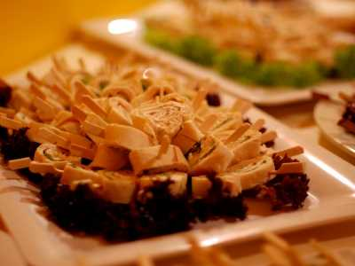 Kaltes Buffet Crepesröllchen mit Forellenmousse