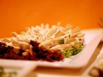 Kaltes Buffet Crepesröllchen mit Puntenschinken und Frischkäse