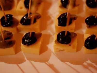 Kaltes Buffet Käsespieße mit Oliven